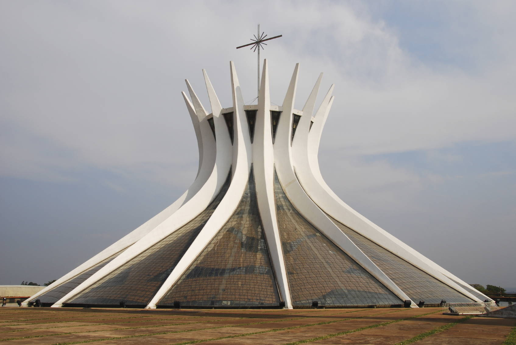 Cathedral of brasilia someone has built it before for Architecture moderne