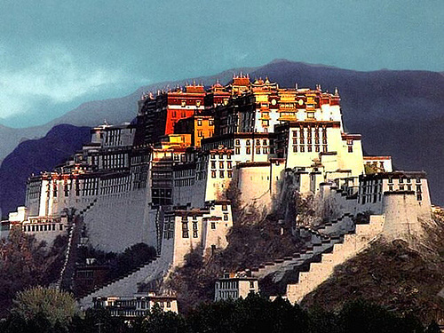 Amdo Monasteries – Toils and Troubles in Xinjiang Province