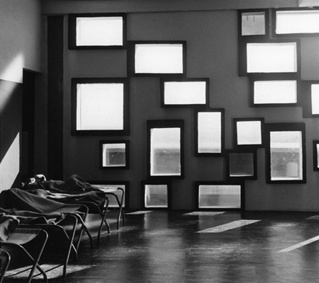 le corbusier is here and his alive someone has. Black Bedroom Furniture Sets. Home Design Ideas