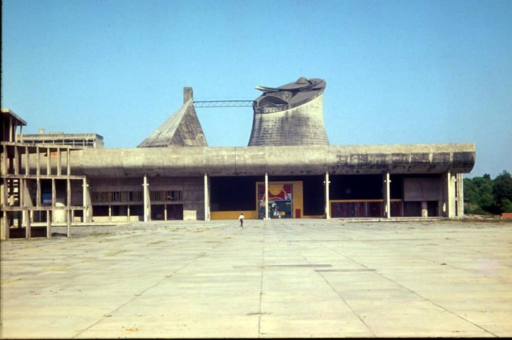 palace of the assembly chandigarh